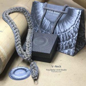 V-neck 02 Fina Badia